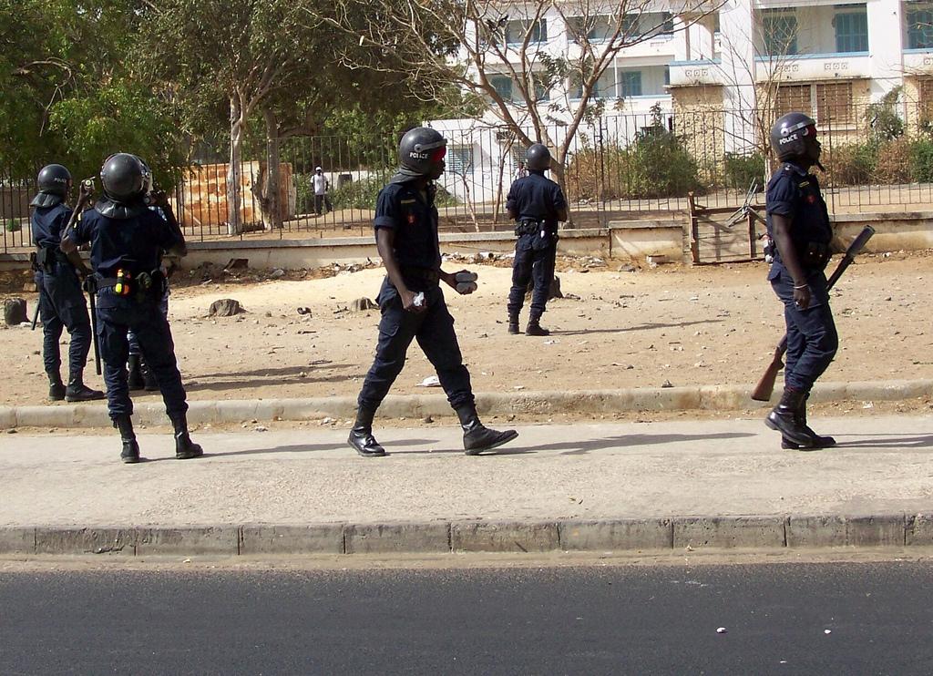 police sénégalaise dans une université