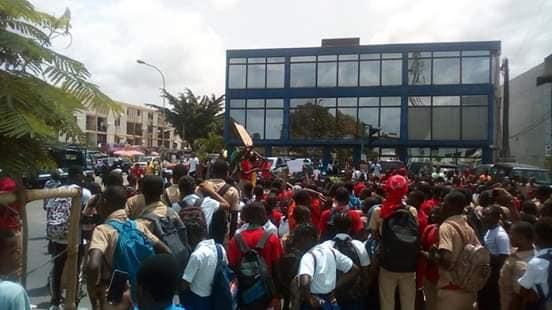 grève des enseignants alain lobognon